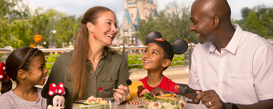Guests dining in Magic Kingdom Park