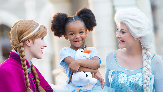 Little girl with Anna and Elsa